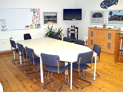 fahrschule stoll in berlin lichtenberg f hrerscheinklassen b be fahren mit 17 automatik. Black Bedroom Furniture Sets. Home Design Ideas